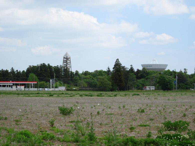 測地観測塔とつくばVLBIアンテナ