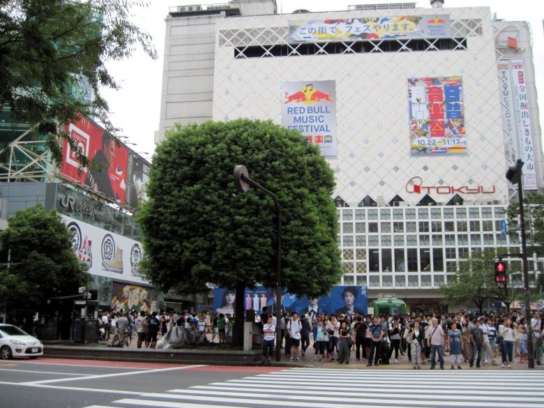 人口密度の高い渋谷駅前交差点