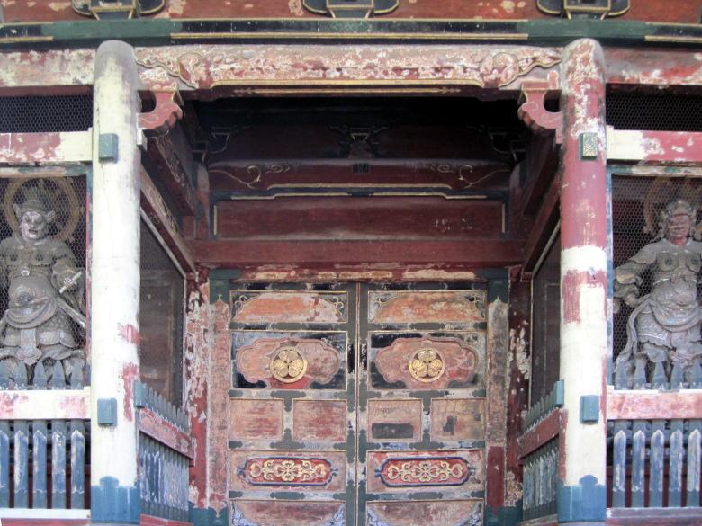 右が多聞天左が広目天の有章院霊廟二天門
