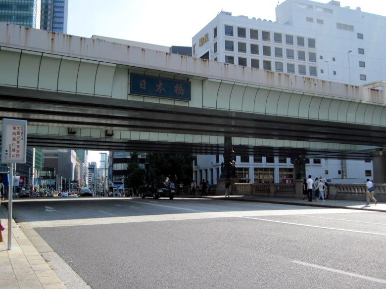 高速道路の老朽化がうかがえる日本橋近辺の風景