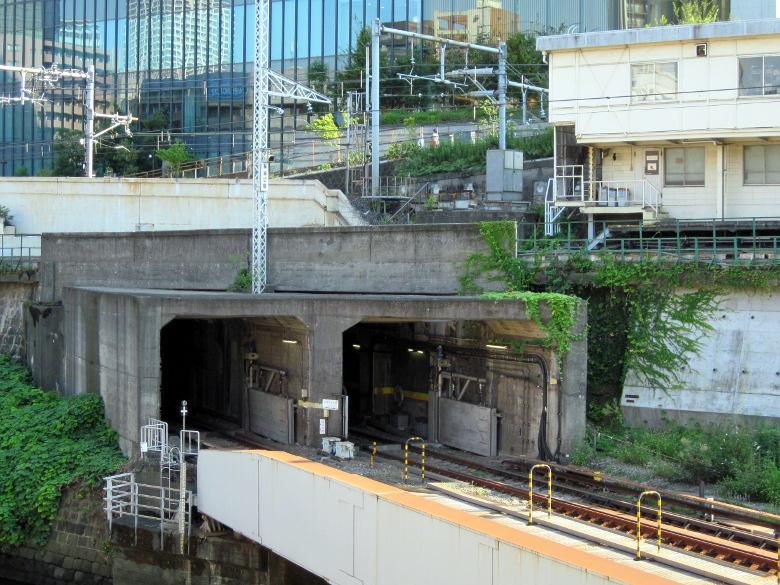 丸ノ内線の淡路町方面のトンネル入り口