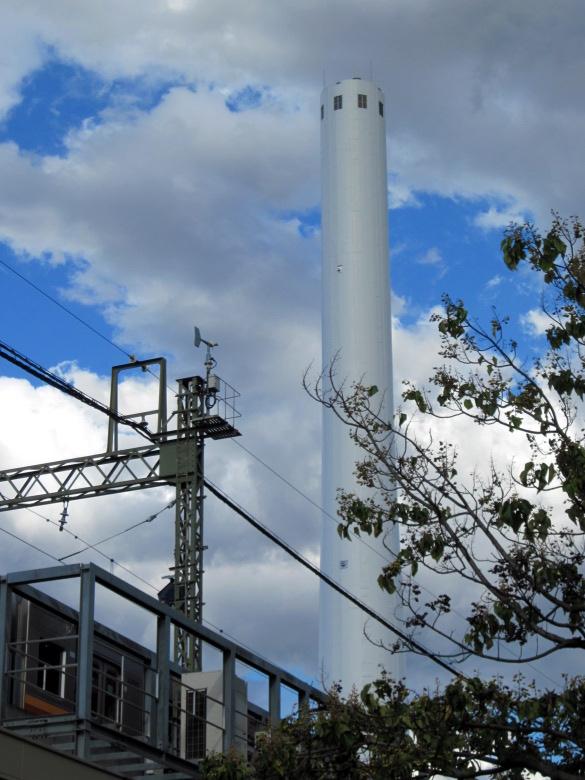 遠くからでも目立つ杉並清掃工場の煙突