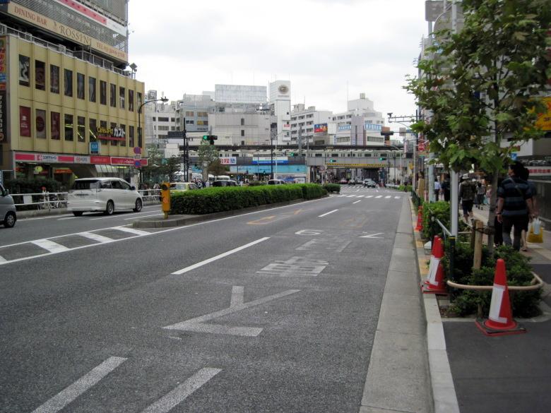 早稲田通りから見た高田馬場駅遠景