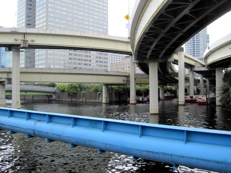 左は芝浦運河で右は渋谷川