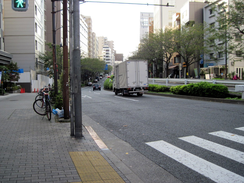 暗渠がありそうでなかった恵比寿橋付近の道路のくぼみ