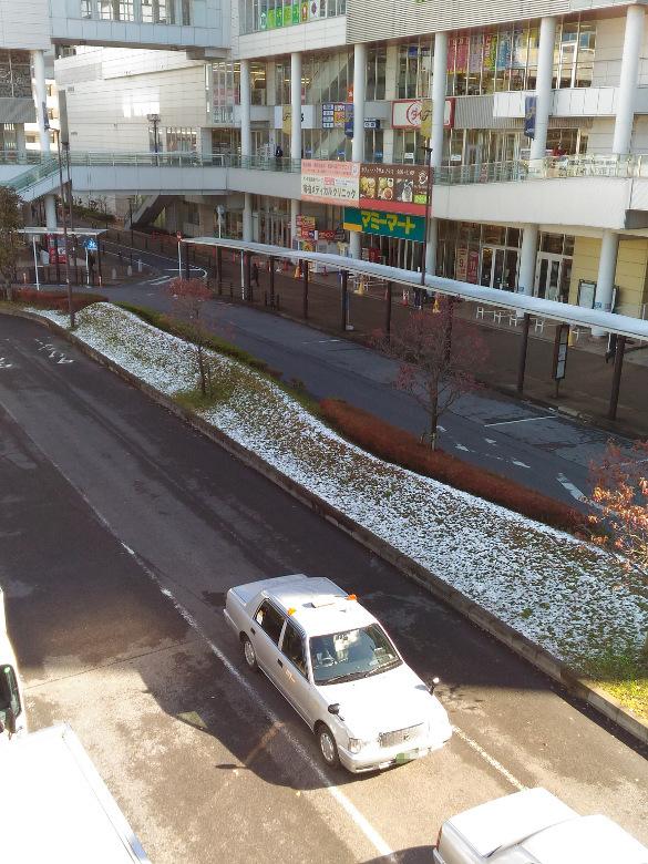 雪のおもしろうふりたりしあしたの南柏東口
