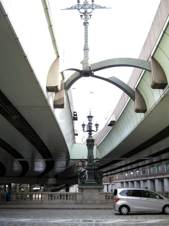 甲州街道の起点である日本橋の日本国道路元標