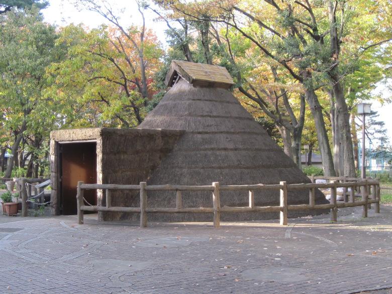 縄文時代中期の復元住居