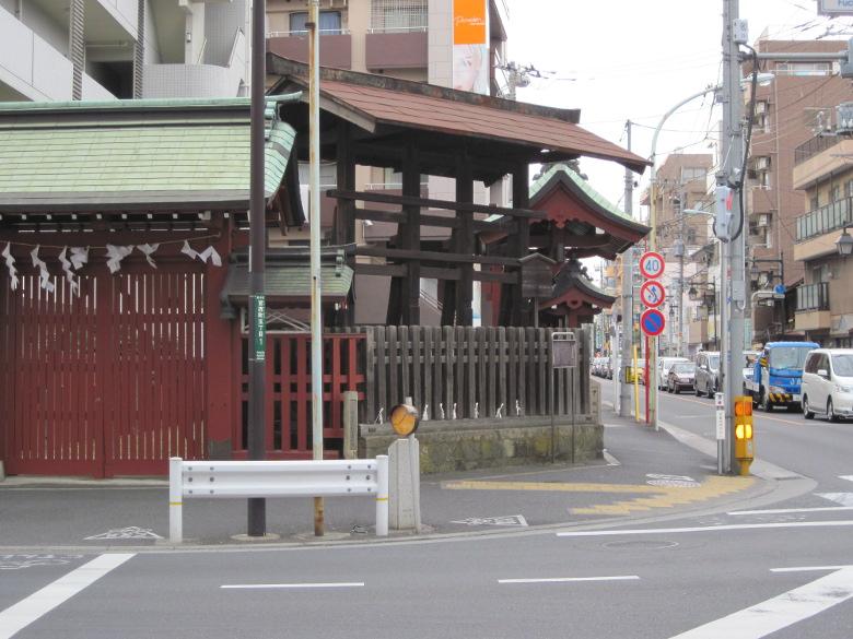 大国魂神社御旅所の柵内にある府中高札場