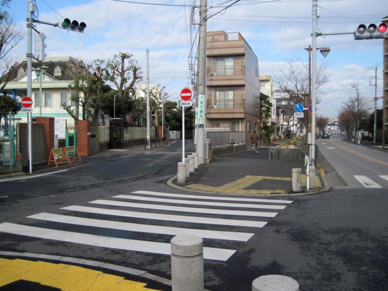 新宿交通公園前の分岐