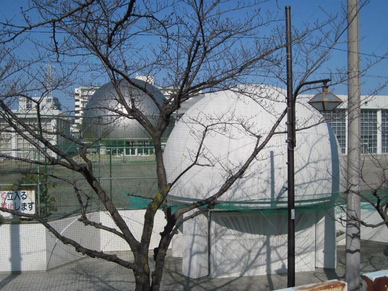 2つの丸い建物