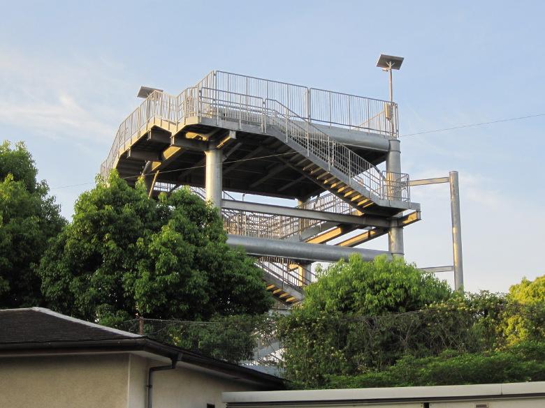 鈴川港公園の津波避難タワー