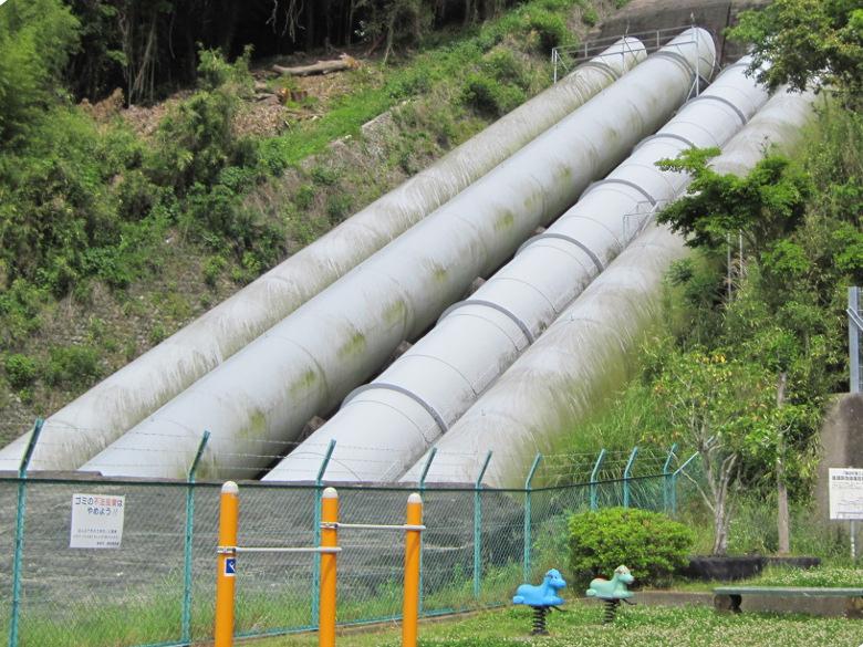 日本軽金属蒲原製造所の水力発電用のパイプ