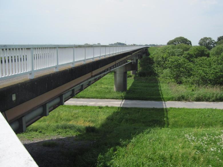 中之島への橋
