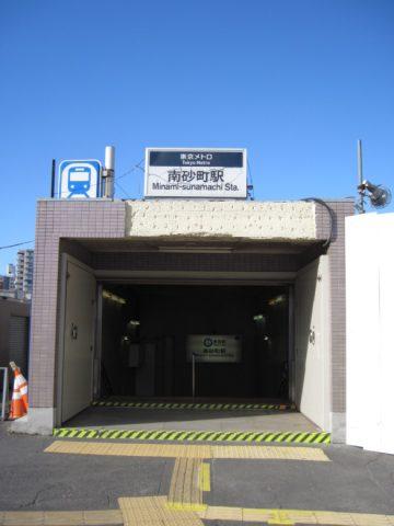 駅名看板にひびが入っている南砂町駅