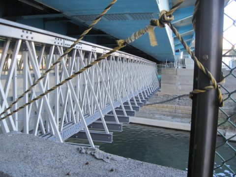 小原橋の仮橋とその上の新橋