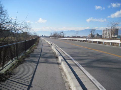 以前は甲州街道最大の難所だった国道411号線