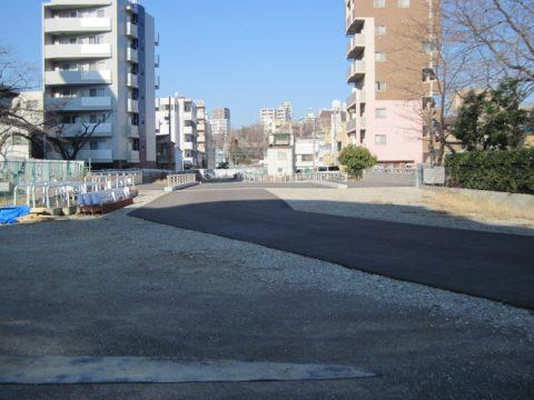 新目白通りから見た建設中の環状四号線