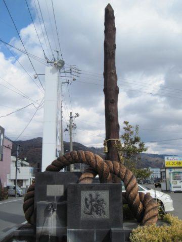 下諏訪駅前の御柱