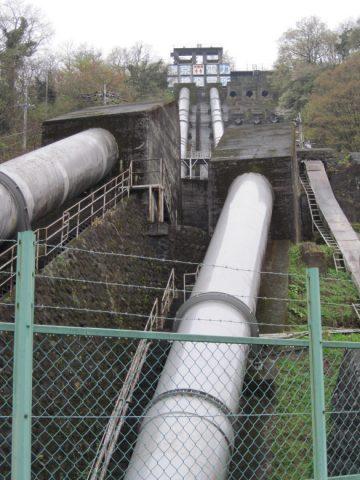 駒橋発電所の水圧管