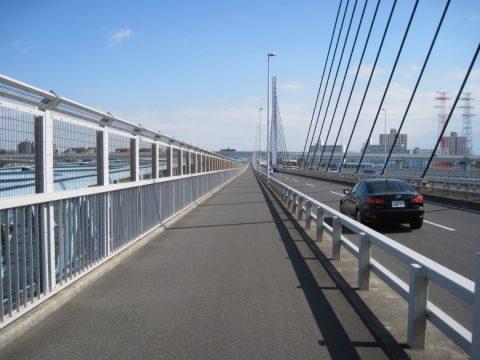 約1km続く清砂大橋