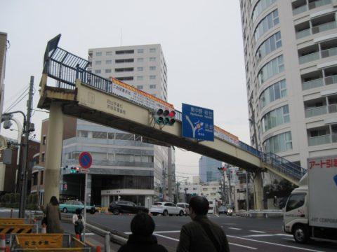 階段が取り外された歩道橋