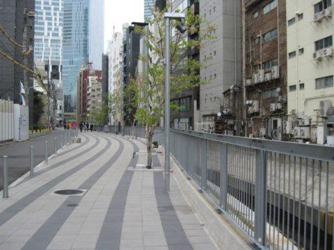 渋谷川沿いの遊歩道