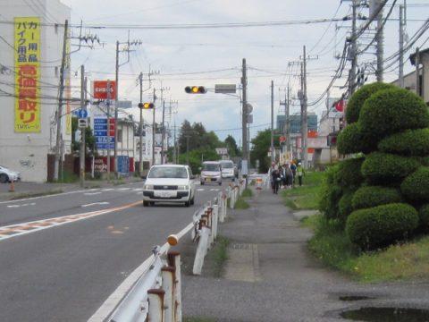 水戸街道を歩く団体さん