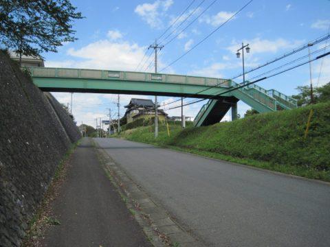 かすみがうら市千代田庁舎脇の歩道橋