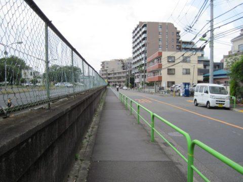 世田谷自動車学校脇の道