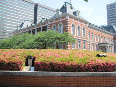 法務省旧本館と米沢藩上杉家江戸藩邸跡