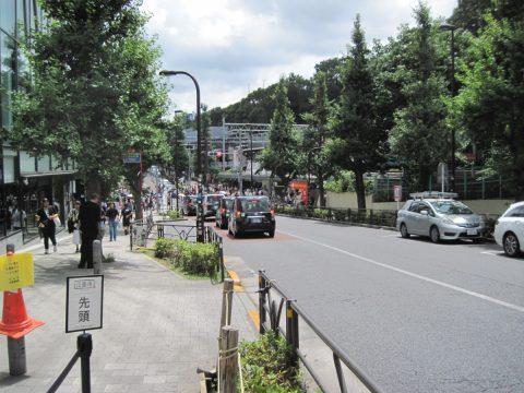 竹下通りは谷底に作られた通りであった