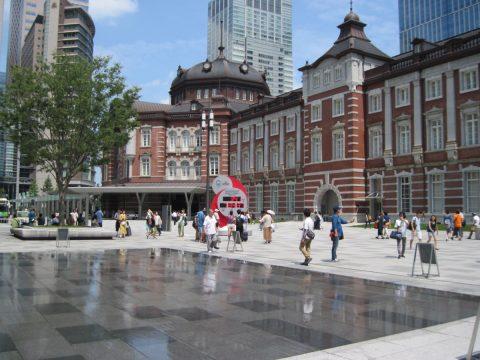 カウントダウン時計のある東京駅