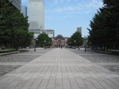行幸通りから東京駅をのぞむ