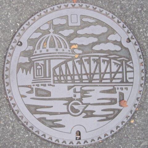 東村山市のマンホール蓋(取水塔)