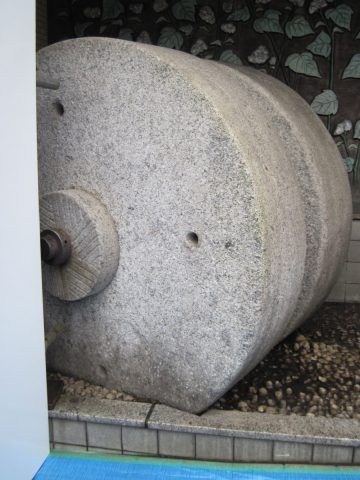 石森製粉の石臼