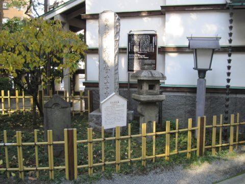 切支丹灯篭とオオアカガシの碑