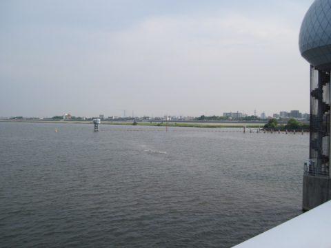 長良川河口堰から七里の渡し場を望む