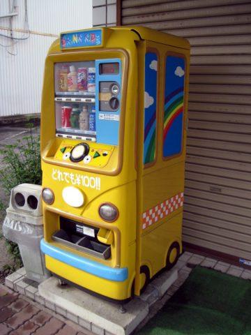 バスの形をした自動販売機
