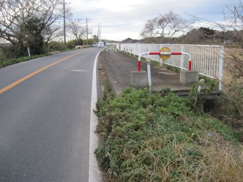 成田安食線の歩道