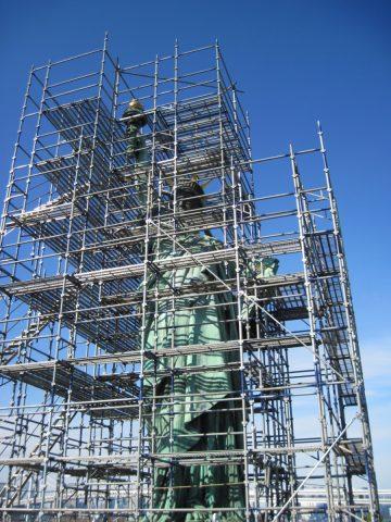 補修工事中の自由の女神