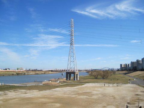 基礎がコンクリートの鉄塔