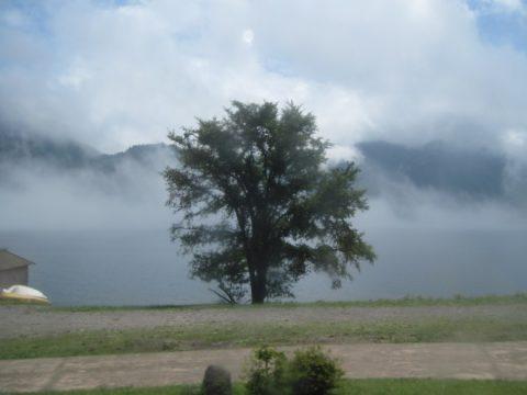 霧の中禅寺湖