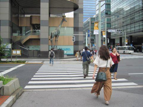 日本橋三丁目交差点のキリン像