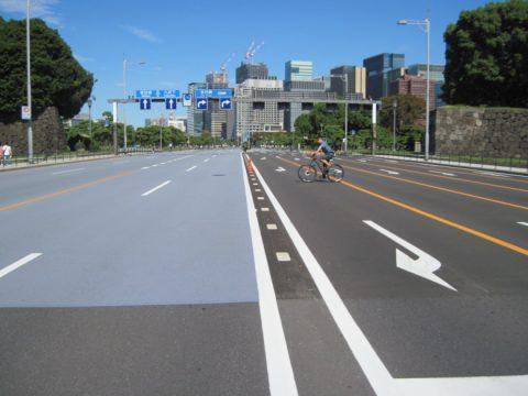 祝田橋交差点付近からみたマラソンコース
