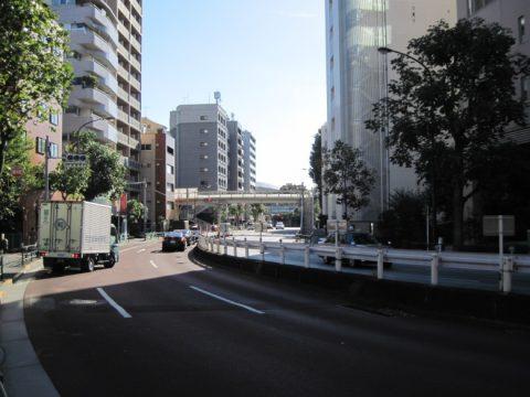 大京町交番前交差点付近から新国立競技場を望む