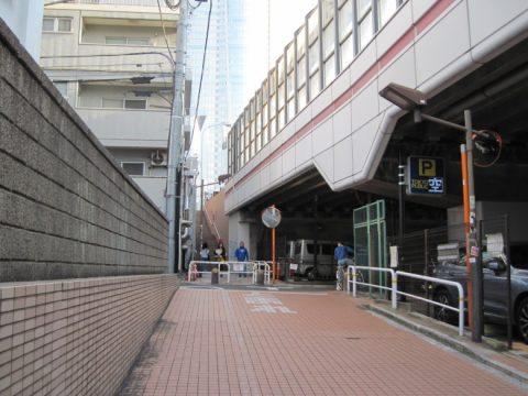 環状三号線脇の階段